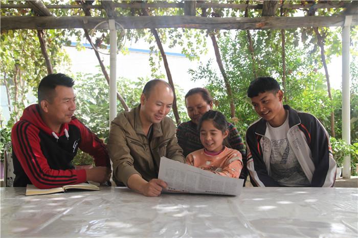 阿克苏地区:走村入户宣讲第三次中央新疆工作座谈会精神