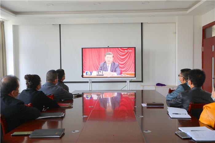 5、新和县纪检监察干部聆听习近平总书记重要讲话。(高建龙 摄).JPG